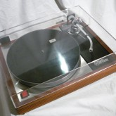 付属のダストカバーはクリアータイプに交換されています。擦り傷などもほとんど無く高い透明度を保っています。