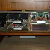 ターンテーブル下部にはコントロール回路とフォノイコライザー基盤が収められています。