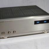 200W+200W 、BTL接続でモノラル 480W を出力します。