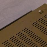 インシュレーター痕の拡大写真です。このような痕は2箇所あります。
