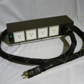 オーラルシンフォニクスの上位モデル AC タップです。出力4個口製品です。