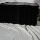製品横部です。横部は全体的に放熱フィンで構成されています。