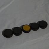 製品は5つの円柱状の形状をしています。