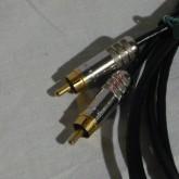RCA プラグは neutrik NYS352G です。