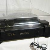 背面部です。出力端子は RCA が採用されています。