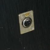 入力端子は製品側面に取り付けてある XLR 3pin です。