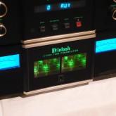 こちらが C1000T (tube preamplifier) です。オーディオ信号処理に特化した筐体です。