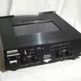 C1000C 背面部です。ACケーブルはこちらに接続します。C1000T とは専用ケーブルで接続します。