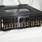 C1000T 背面部です。非常に多彩な入出力端子が装備されています。