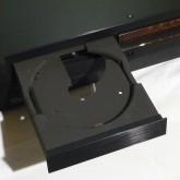 CDトレイを開けた状態です。philips スイングアーム pick-up 特有の開口部が確認できます。