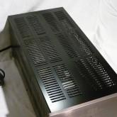 キャビネットは全体を通風をよくし、放熱しやすい構造になっています。