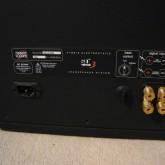 中高域振動版を駆動させるためのアンプが内蔵されています。それぞれ電源が必要です。