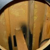 製品内部の写真です。内部吸音材はすべて撤去されています。
