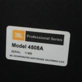 製品表示の拡大写真です。シリアルナンバー数番違いのペアです。