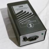 IEC320 15A プラグが適合します。オーディオ機器で多く採用されている ACケーブル が使用できます。
