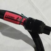 機材側 IEC320 plug の拡大写真です。