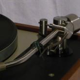 ortofon SPU 等のような重量級カートリッジにも対応します。針圧 ~5g まで。