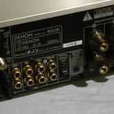 ACはインレット式、SPターミナルも本格的な端子が採用されています。