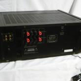 製品背面部です。複数の入力/複数の出力 は現在のAVシーンにはありがたい装備です。