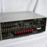 製品背面部です。入出力端子が多数装備されています。
