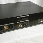 製品背面部です。ACケーブルは着脱可能(IEC320)です。