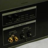 デジタル入出力は SPDIF(coaxial) / TOS(optical) です。