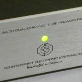 製品表示の拡大写真です。製品は 1U (44mm) サイズです。