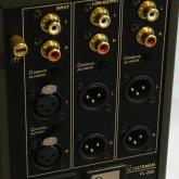 入出力はそれぞれ XLR/RCA を選択できます。XLR出力はピンアサインメントを選択できます。