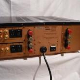 製品背面部です。銅版シャーシなど、この当時は随所に音質対策が施されています。