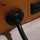 ACケーブル出力部のゴムブーツにダメージがありますが、外観上だけで機能・安全性に問題はありません。