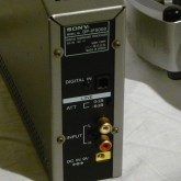 背面部の写真です。入力は digital/analog 共に装備されています。
