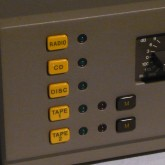 44 プリアンプは[broun M]ボタンです。