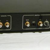 デジタル入力は ST / SPDIF / TOS です。アナログ出力は RCA です。