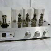 この価格帯では珍しく整流管(5AR4/GZ34)を採用。好みの音を創る幅が広い製品です。