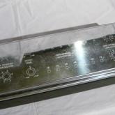 写真は金属製カバーを装着した状態です。各トリムはカバー内部にあります。