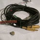 端子台付きトーンアームケーブルが付属しています。